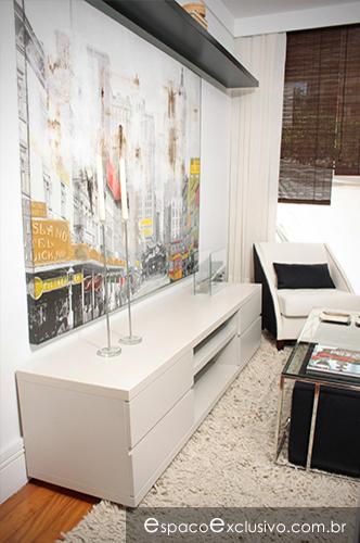 Rack em laca fendi com gavetas e tela London, disponível para venda em nosso show-room.